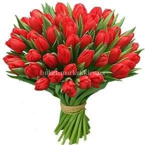 Букет из 35 красных тюльпанов