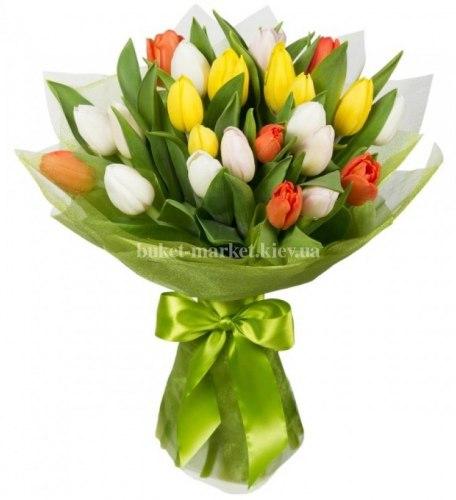Букет из 25 цветных тюльпанов