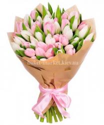 Букет из 49 белых и розовых тюльпанов