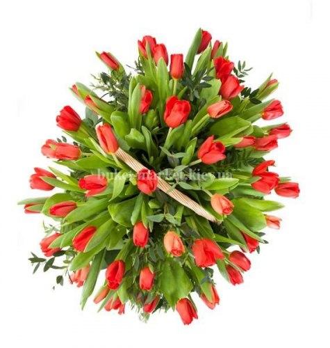 Корзина из 25 красных тюльпанов (малая)