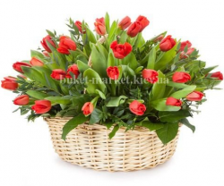 Корзина из 51 красного тюльпана (средняя)