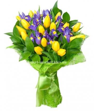 Букет из желтых тюльпанов и ирисов 27 шт