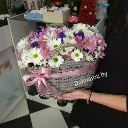 Корзина с цветами розовая