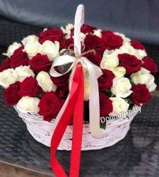 Корзина красное и белое 51 роза