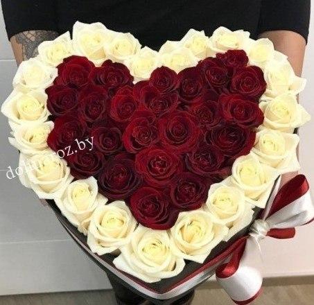 Цветы в коробке сердце 45 роз