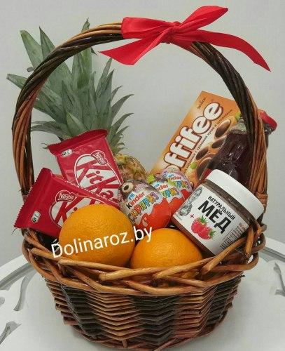 Корзина с фруктами и сладостями №15