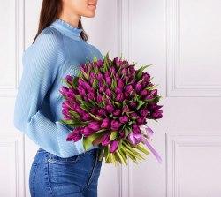 """Букет тюльпанов """"Фиолетовый в крафте"""""""