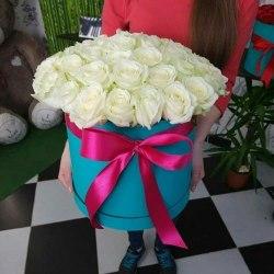 """Розы в коробке """"Белоснежная"""" 31 роза"""