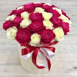 "Коробка с цветами ""Красно-Белая"" 41 роза"