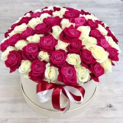"""Цветы в коробке """"Знатная"""" 51 роза"""