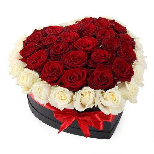 Коробка с розами в виде сердца 41 роза