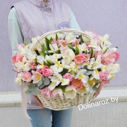 """Корзина цветов """"Ирисы и Тюльпаны"""""""