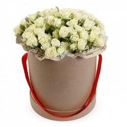 """Цветы в коробке """"Белые розы"""" Кустовые розы"""