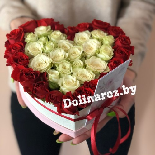 Коробка с кустовыми розами «Сердце»