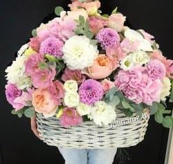 """Корзина с цветами """"Сильная любовь"""""""