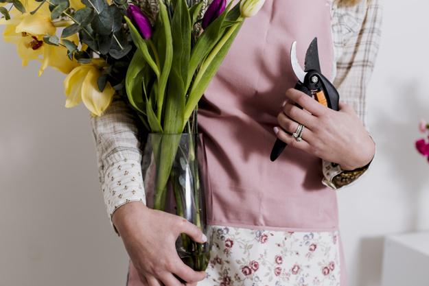 Уход за цветами, доставка цветов и подарков в г. ялта в течении дня