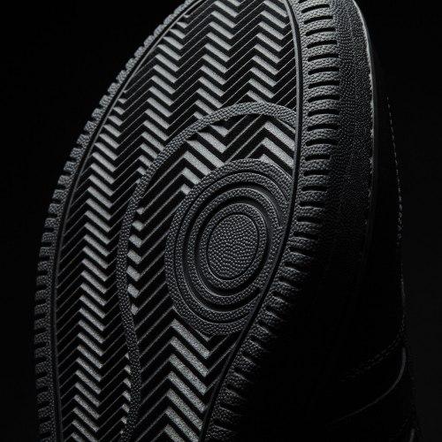 Кроссовки мужские TEAM COURT Adidas AW4510 (последний размер)