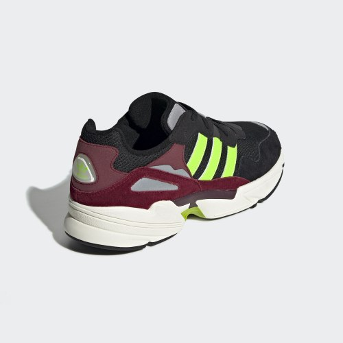 Мужские кроссовки YUNG-96 CBLACK|SGR Adidas EE7247