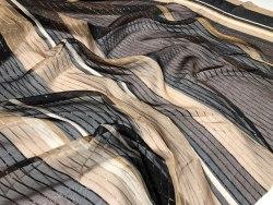 Шелк (101833) Состав ( 94% шелк 6% металлизированная нить) Ширина 135 см