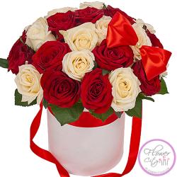 Красно - Белые Розы в шляпной коробке