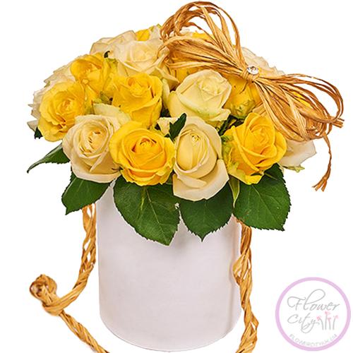 Бело - Желтые Розы в шляпной коробке
