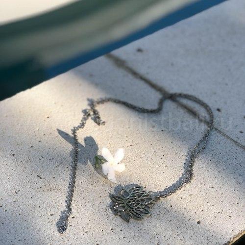 Ожерелье с лотосом на цепочке, металл, серебряный цвет