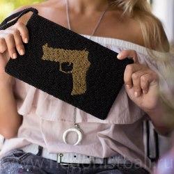 """Клатч из бисера черный с рисунком """"пистолет"""""""