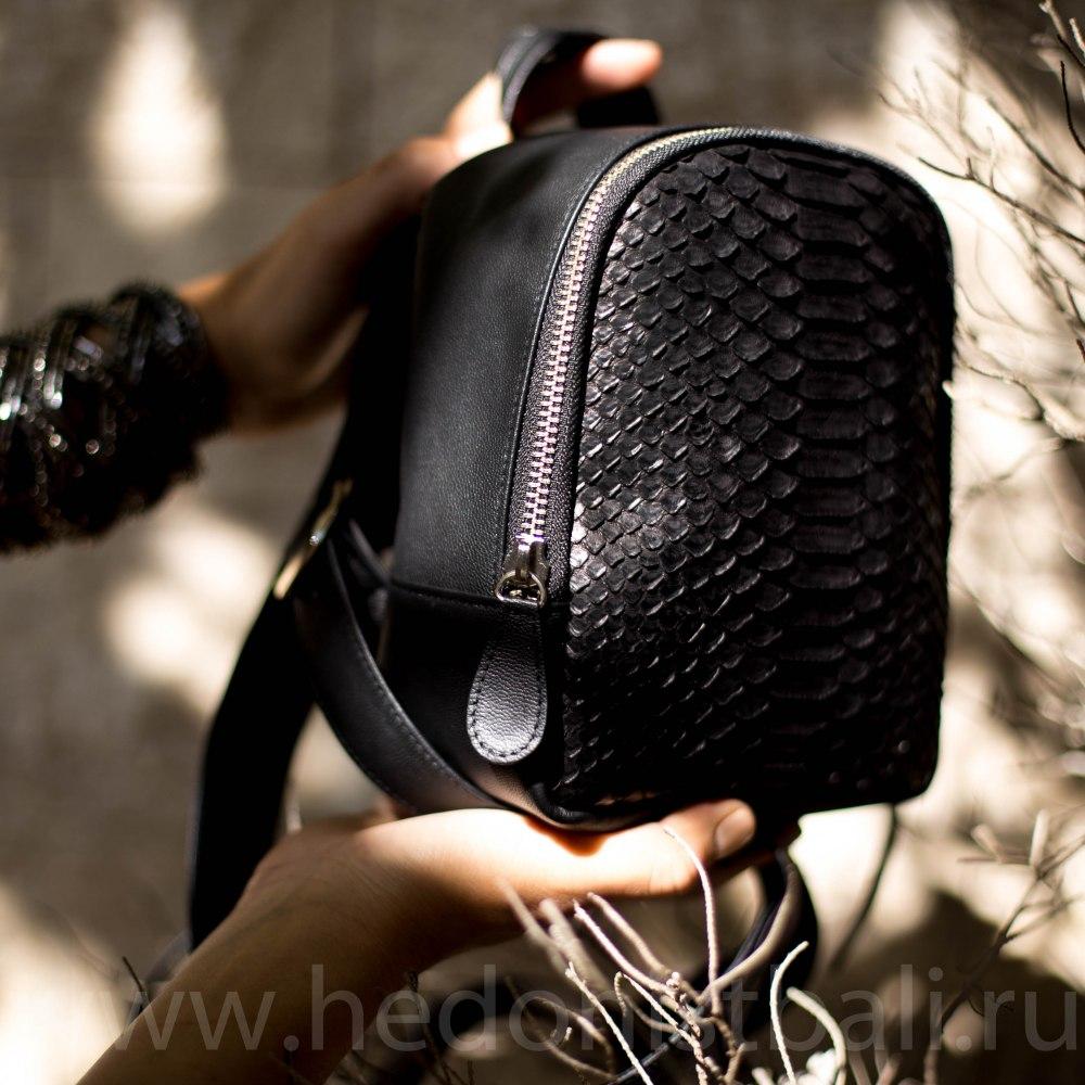 6470680e4c46 Маленький рюкзачок из натуральной кожи питона черный купить