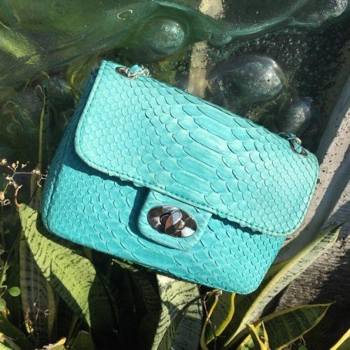 Сумка crossbody из натуральной кожи питона светло-голубая MINI