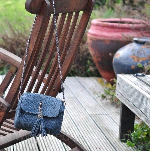 Сумка crossbody с кисточками из натуральной кожи питона темно-серая