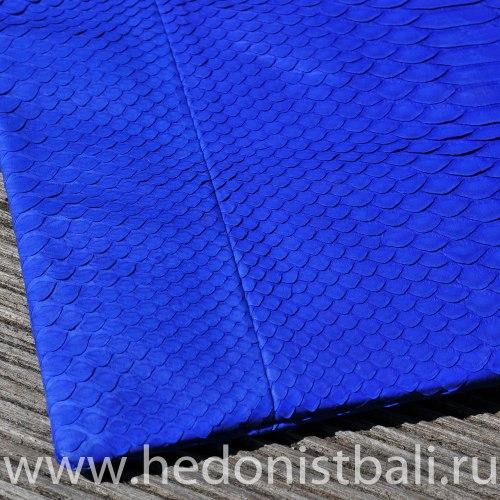 Клатч из натуральной кожи питона ярко-синий размер S