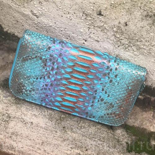 Кошелек из натуральной кожи питона разноцветный бирюзовый с бронзовым напылением размер M