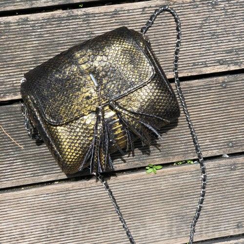 Сумка crossbody с кисточками из натуральной кожи питона черная c золотым напылением