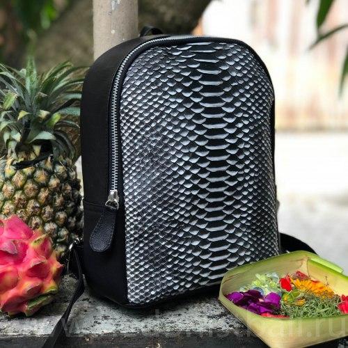 Рюкзак из натуральной кожи питона SIMONE черно-белый