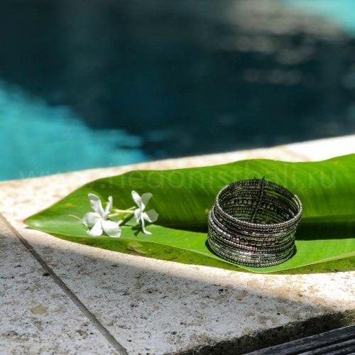 Браслет из бисера серебряного цвета 3,5 см