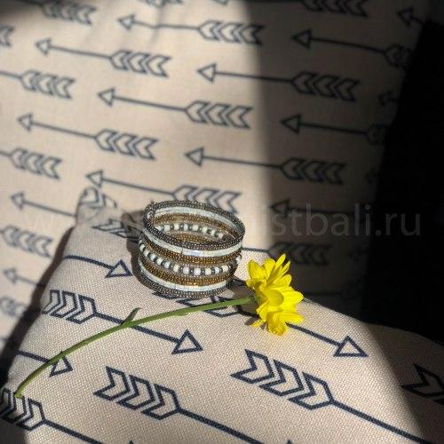 Браслет из бисера серебряно-золотисто-белый цвета 3,5 мм
