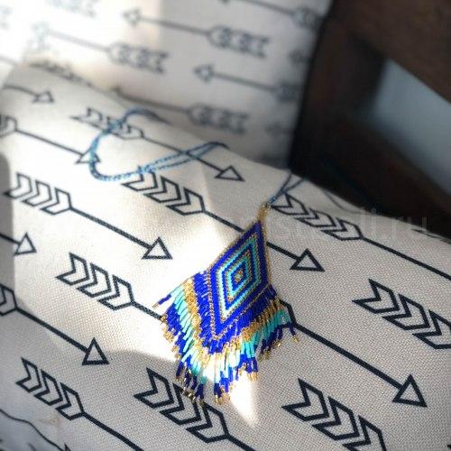 Подвеска из бисера синяя
