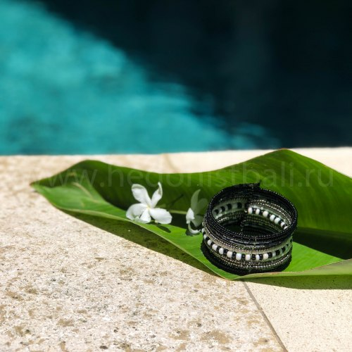 Браслет из бисера черно-бело серебристый 3,5 см