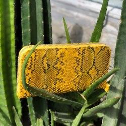 Кошелек из натуральной кожи питона желтый с орнаментом размер М