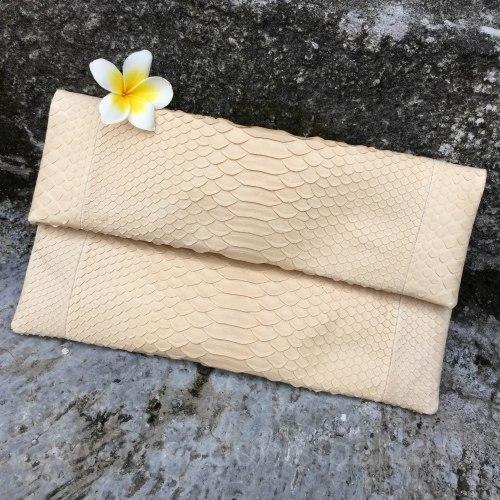Клатч из натуральной кожи питона кремовый размер S