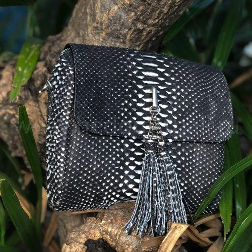 Сумка crossbody с кисточками из натуральной кожи питона черно-белая
