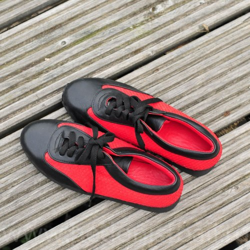 Кроссовки черно-красные 37 размер