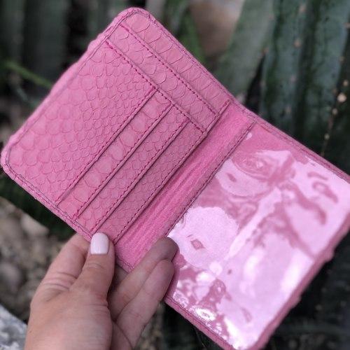 Обложка для документов розовая