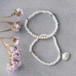 Сет из двух браслетов из бисера белого цвета