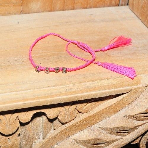 Браслет плетеный с надписью LOVE малиновый