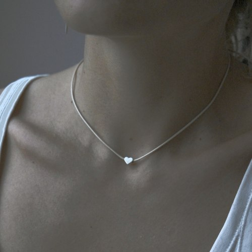 Чокер-подвеска с сердцем серебряного цвета