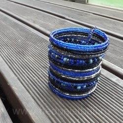 Браслет из бисера синий широкий