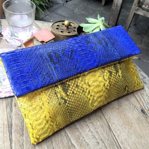 Клатч из натуральной кожи питона сине-желтый размер М