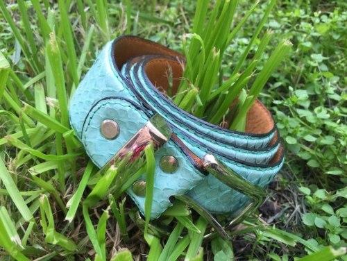 Ремень из натуральной кожи питона светло-голубой
