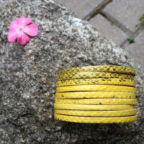 Браслет из натуральной кожи змеи желтый